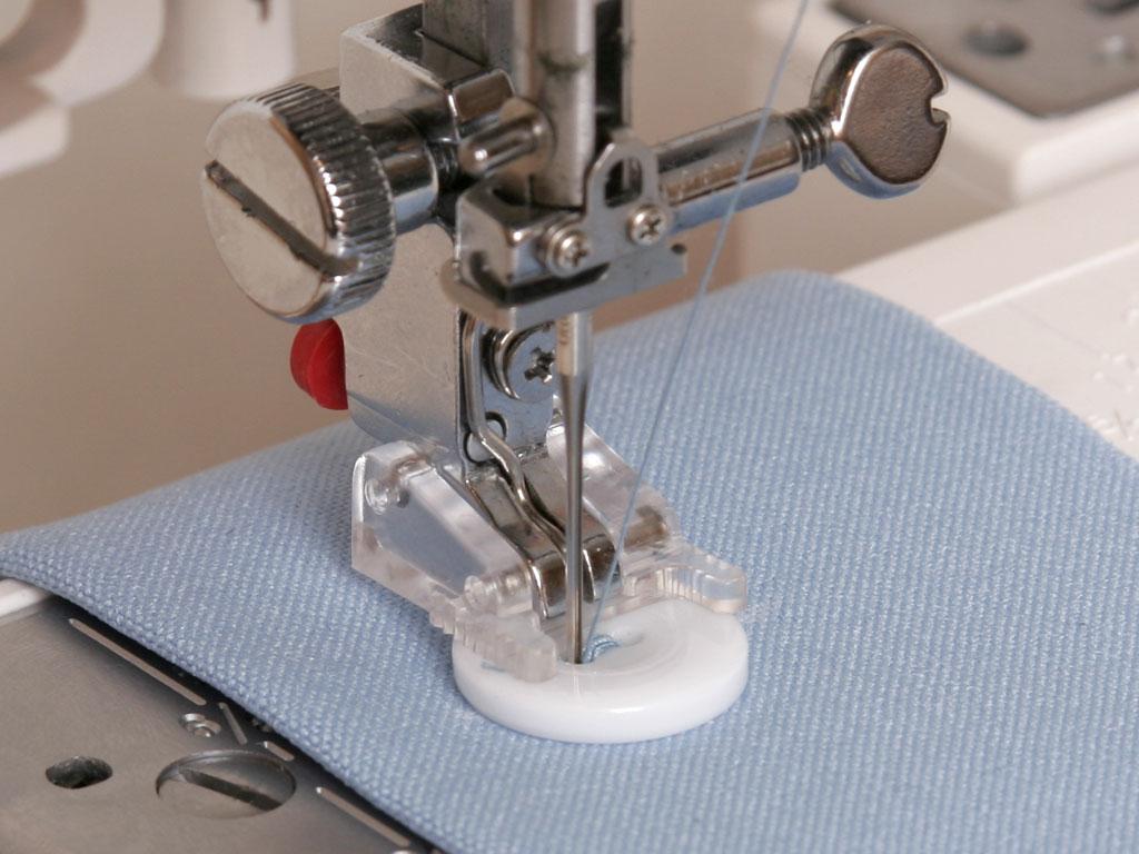 Как сделать отверстие для пуговицы на швейной машине